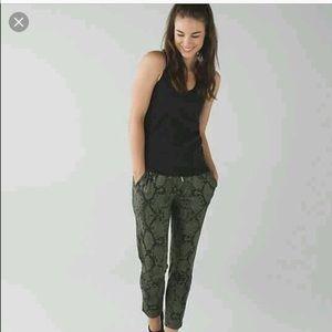 NWOT lululemon jet crop slim pants size 6